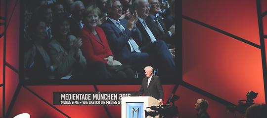 2016 bei der Eröffnung der Medientage: Angela Merkel und Horst Seehofer schlossen Native Advertising mit ein - Airmotion Media