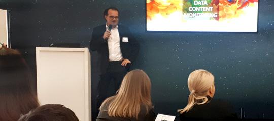 """CMCX 2018: Vortrag von Airmotion Media CEO Tobias Lobe zu """"BrandObserver""""."""