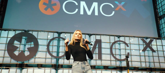 Carolin Niemczyk von Glasperlenspiel live on stage bei der CMCX 2018 - Airmotion Media